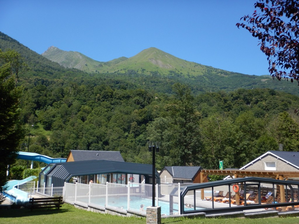 Camping schwimmbad in den hautes pyr n es in luz saint sauveur for Camping haute pyrenees avec piscine