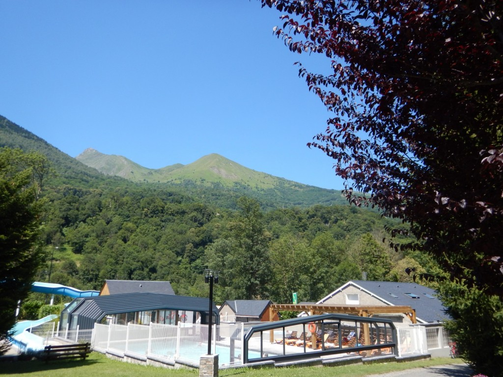 Camping swimming pool in the hautes pyr n es in luz saint for Camping hautes pyrnes avec piscine